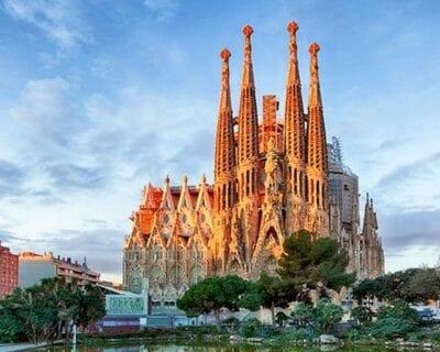 Viaja a la ciudad cultural de Barcelona, Incluido entradas a la Sagrada Familia