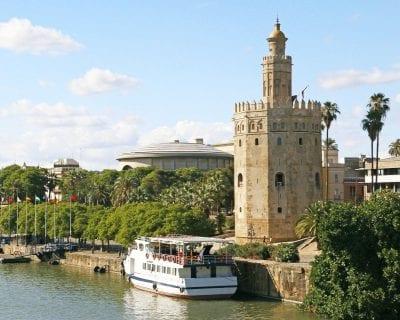 Escapada de última hora - Viaja a Sevilla desde Barcelona incluye una actividad