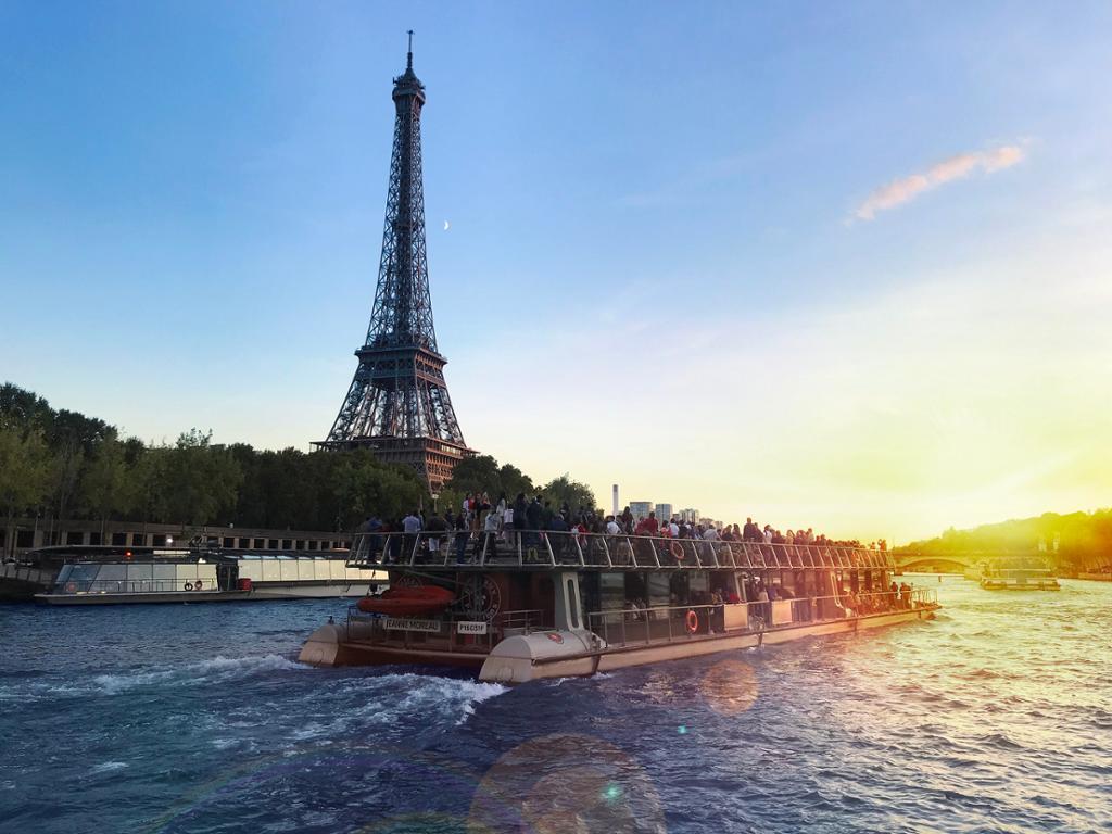 Viaje a París con un crucero panorámico por el Sena desde Sevilla
