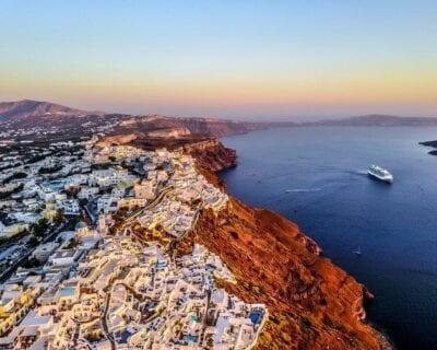 Viaje a Santorini, Grecia. Disfruta de Santorini con una excursión en barco!