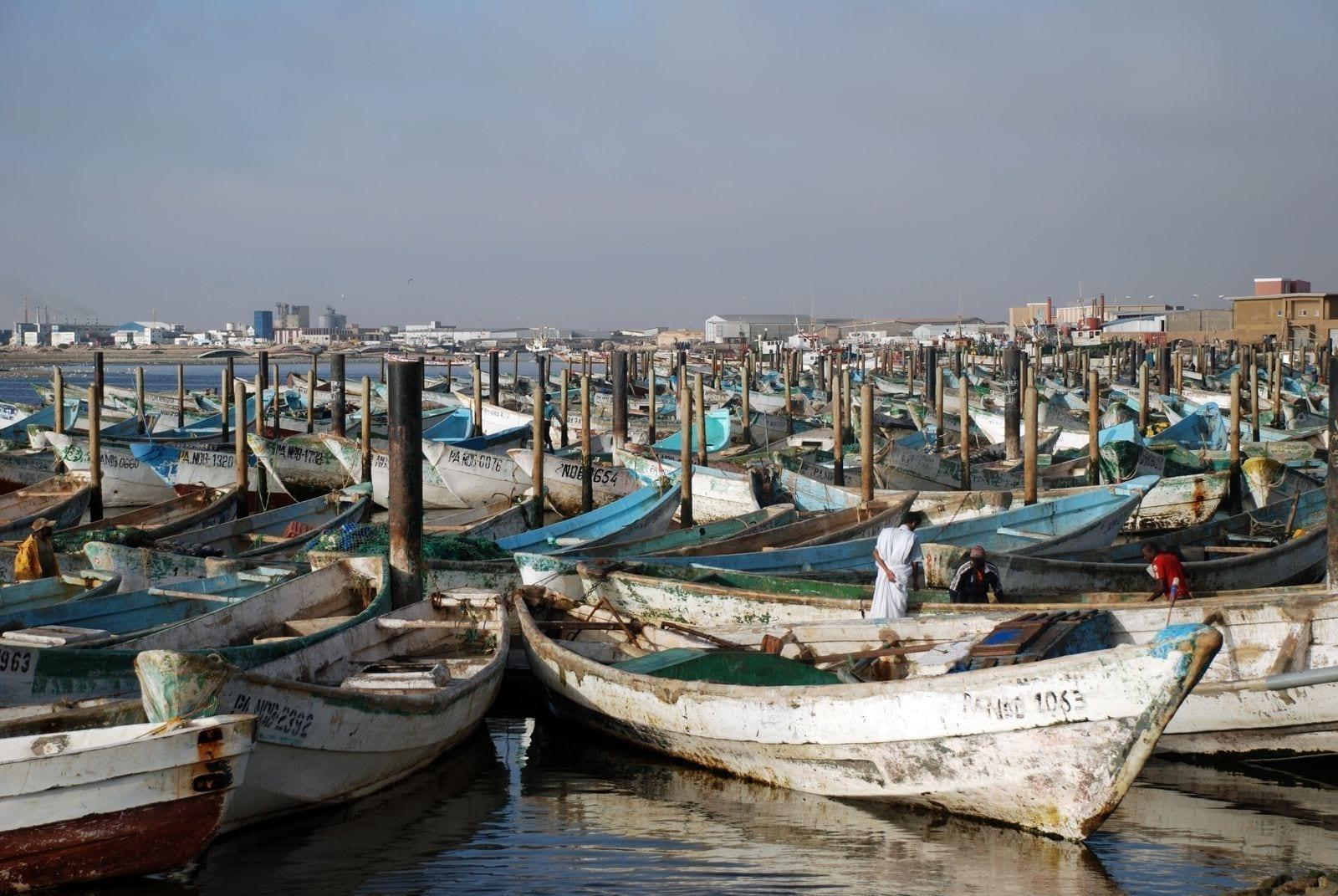 Barcos en el puerto pesquero Mauritania