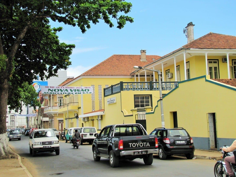 Calle en la ciudad de Sao Tome Santo Tomé y Príncipe