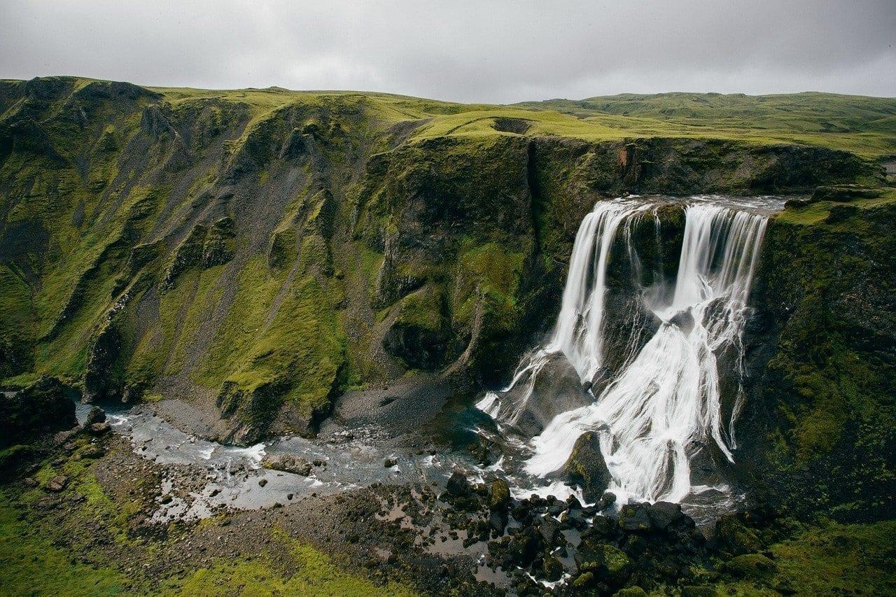 Cascadas Cliff Islandia