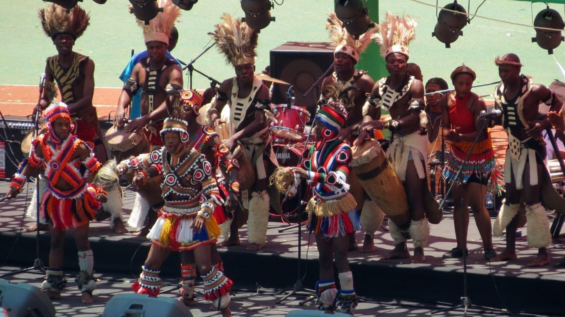 Danza tribal zambiana durante un evento en Lusaka Zambia