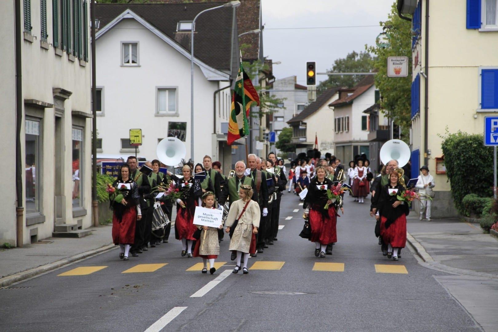 El desfile de tatuajes del Príncipe Liechtenstein en Schaan Liechtenstein