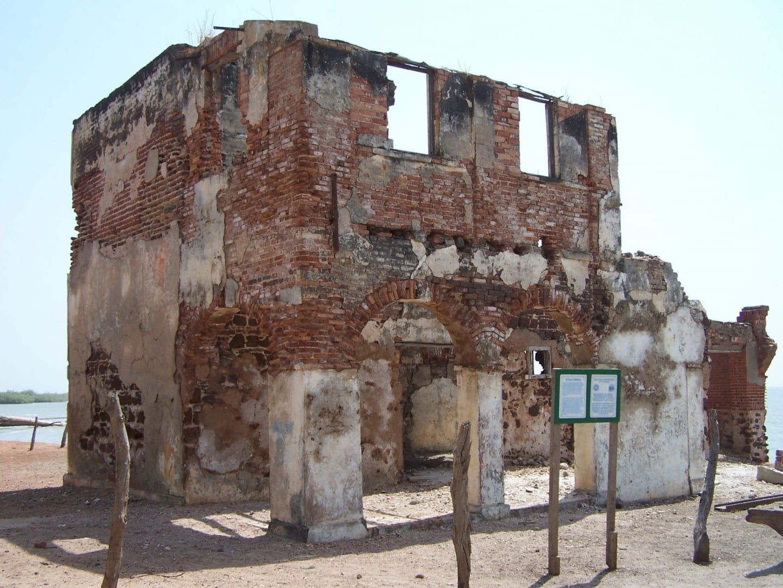 El edificio de la CFAO Gambia