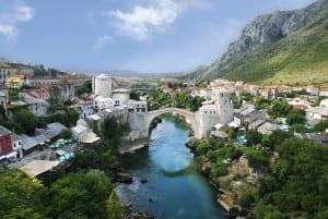 El famoso Stari Most fue bellamente restaurado. Bosnia y Herzegovina