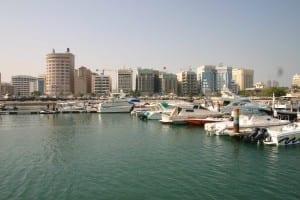 El horizonte de la ciudad de Manama Bahrein