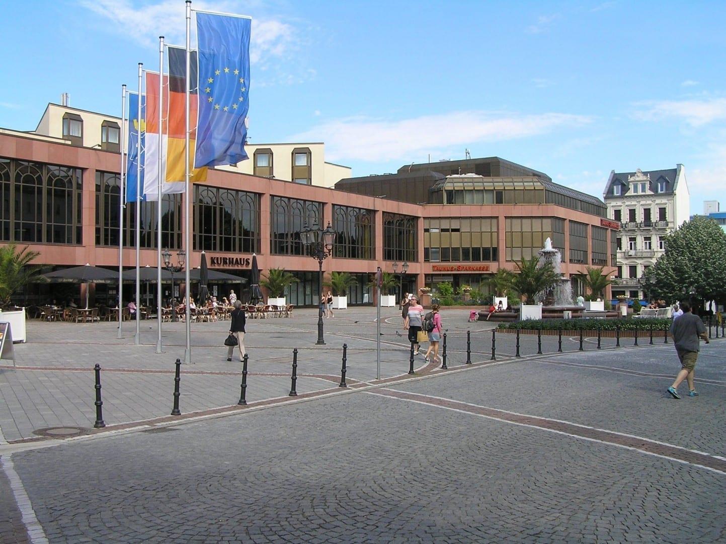 El Kurhaus es un moderno edificio multifuncional, que no debe confundirse con los históricos baños del Kaiser Wilhelm Alemania