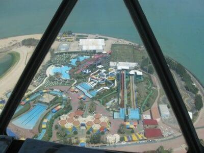 El Parque Acuático de Kuwait, visto desde las Torres de Kuwait Kuwait