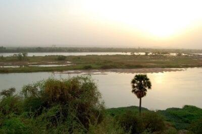 El río Níger cerca del puente Kennedy Níger