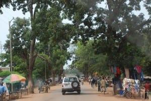 Escena callejera en Fada N'Gourma, cerca del mercado central Burkina Faso