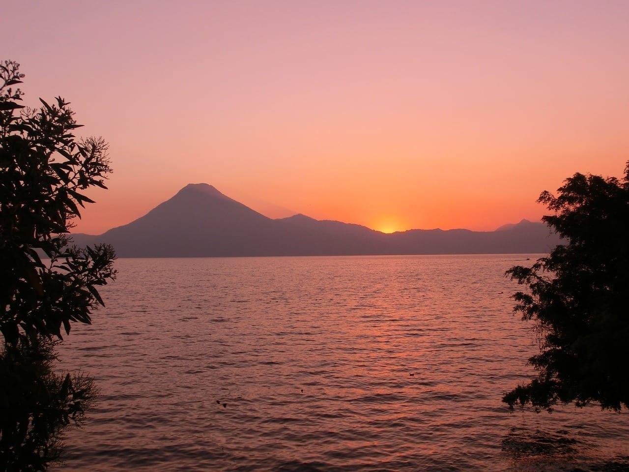 Guatemala Puesta De Sol De Viaje