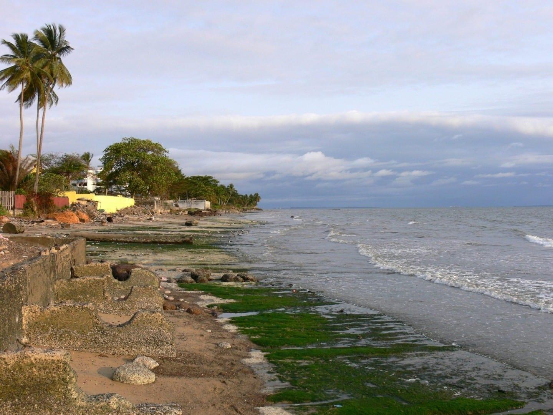 La escena de la playa de Libreville Gabón
