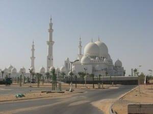 La Mezquita del Jeque Zayed, la mayor mezquita de los Emiratos Árabes Unidos. Emiratos Árabes Unidos