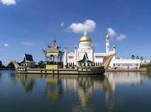 La mezquita del Sultán Omar Ali Saifuddien. Brunei