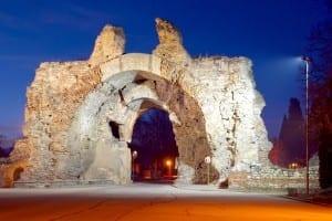 La Puerta Sur de noche Bulgaria