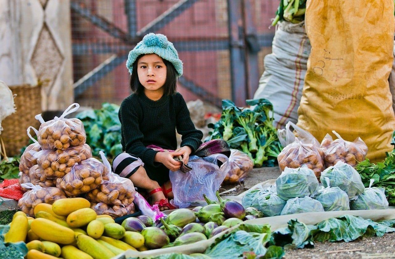 Mercado De La Mañana Venta Del Niño Myanmar