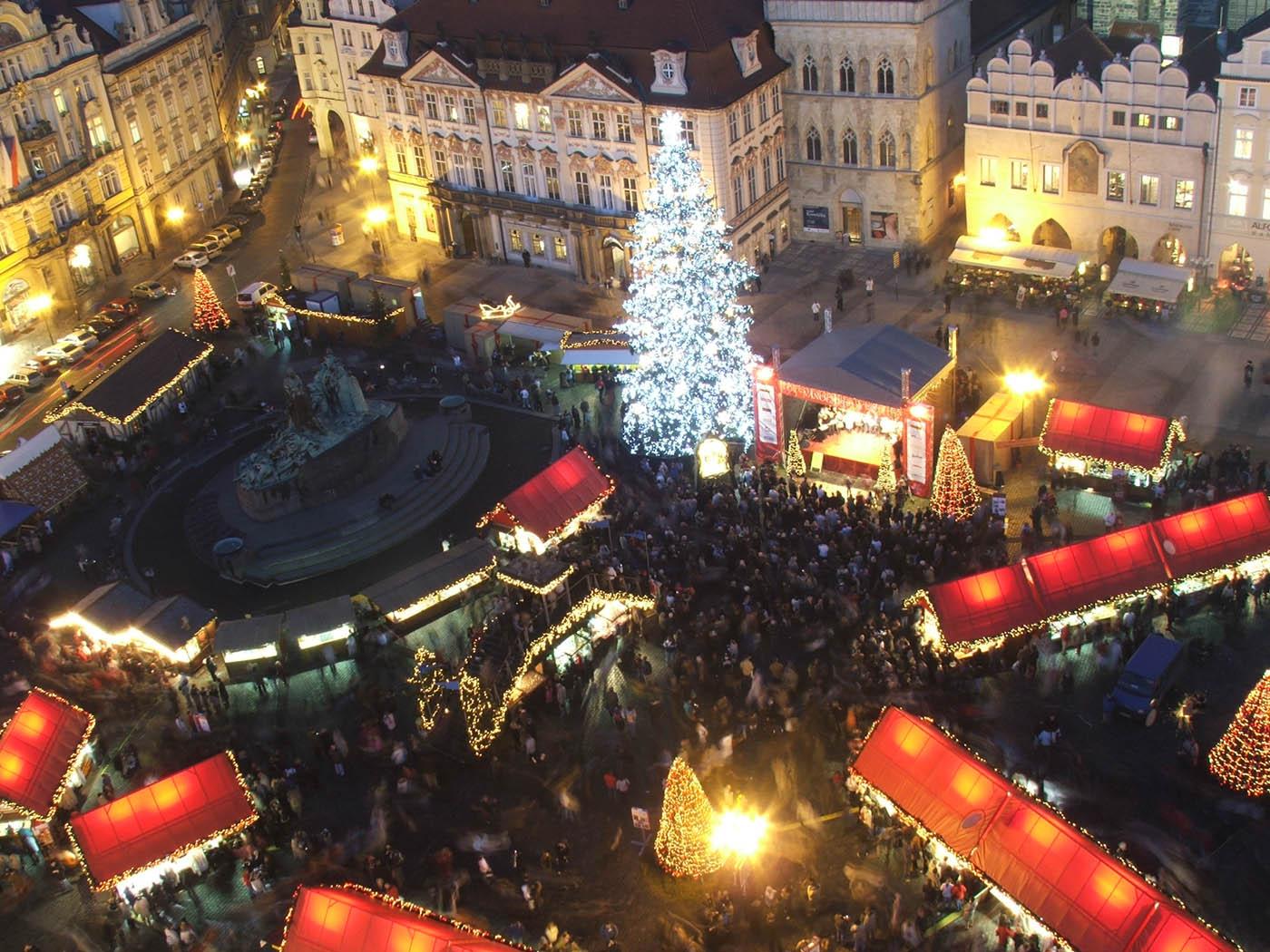 Mercado de Navidad por la noche República Checa
