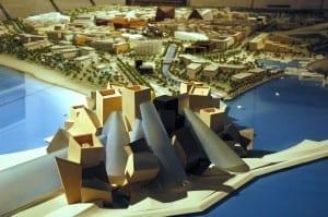 Modelo a escala de la isla Saadiyat, con el Guggenheim al frente Emiratos Árabes Unidos