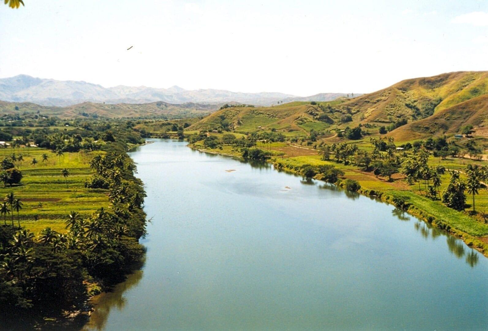 Montar en un jet boat por el poderoso río Sigatoka. Fiyi