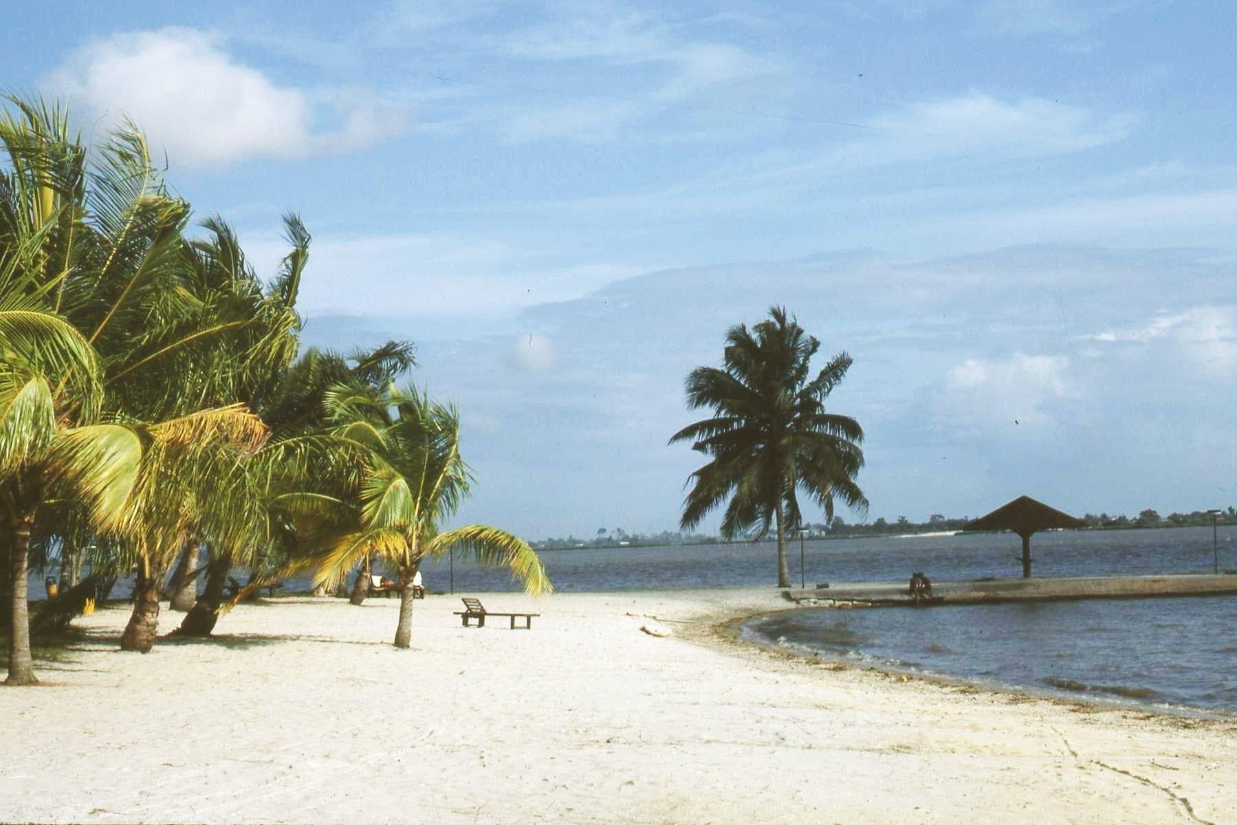 Playa en el distrito de Cocody. Costa de Marfil