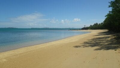 Playa Nenon Nueva Caledonia