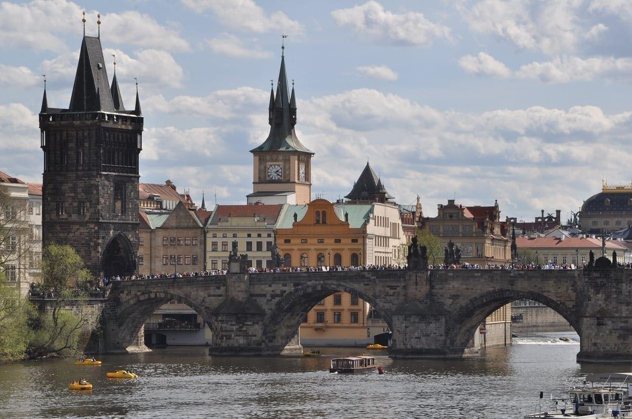 Praga El Puente De Carlos Moldavia