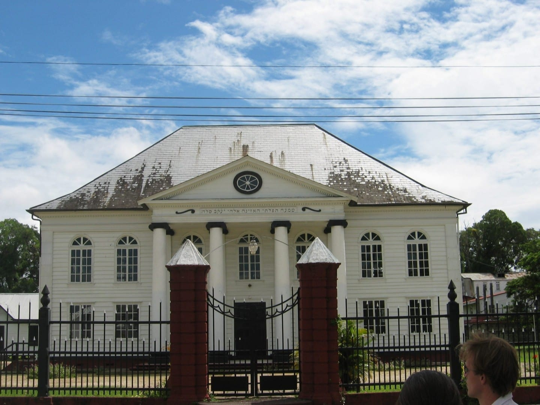 Sinagoga Neve Shalom en el 82-84 de Keizerstraat Surinam