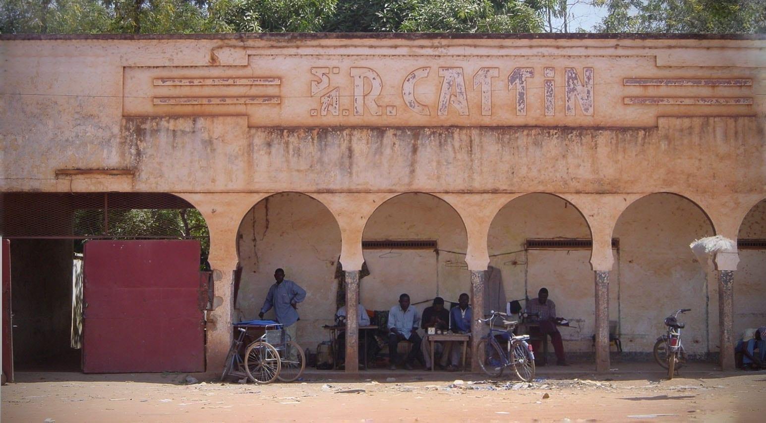 Un edificio colonial en Moundou. Chad