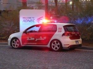 Vehículo de la policía de Abu Dhabi Emiratos Árabes Unidos