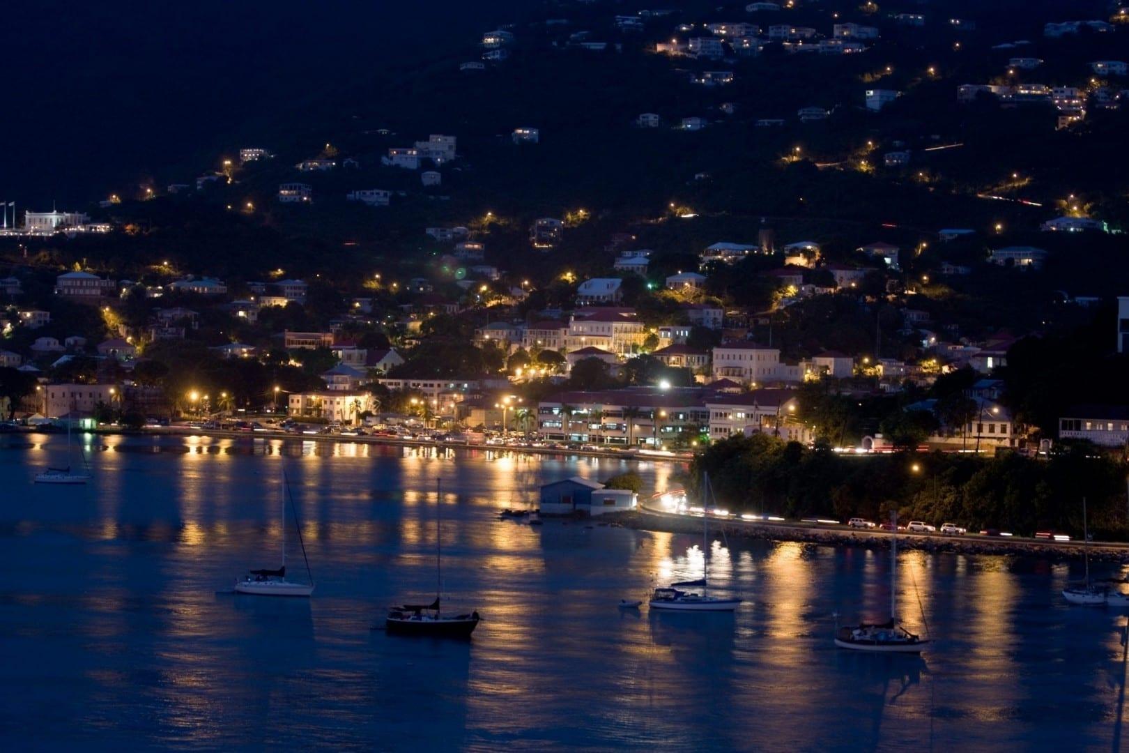 Vista nocturna de Santo Tomás Islas Vírgenes de los Estados Unidos
