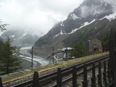 Al glaciar Mer de Glace se puede llegar en tren cremallera Chamonix Francia
