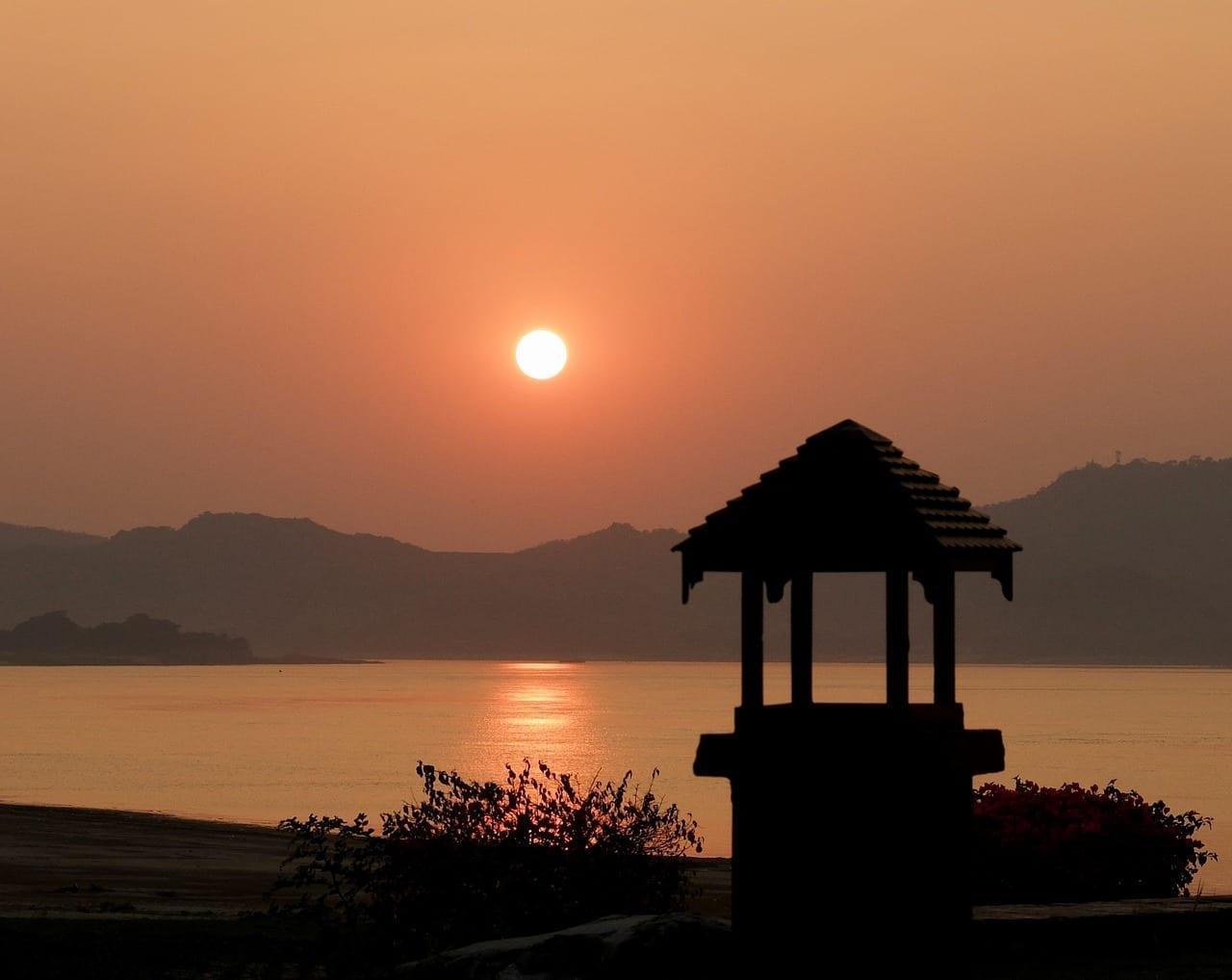 Bagan Puesta De Sol Meditación Myanmar
