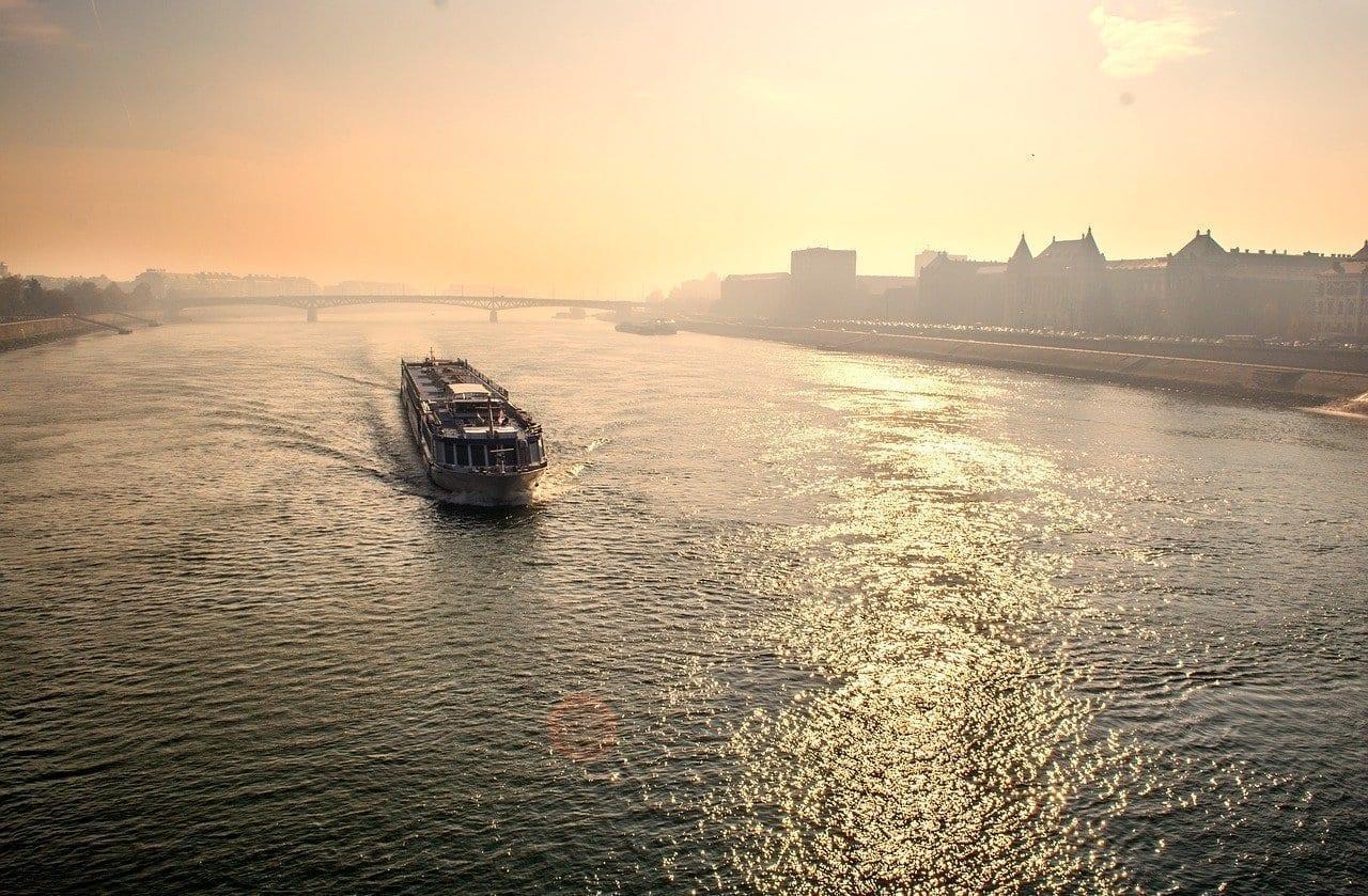 Budapest Río Ferry Hungría