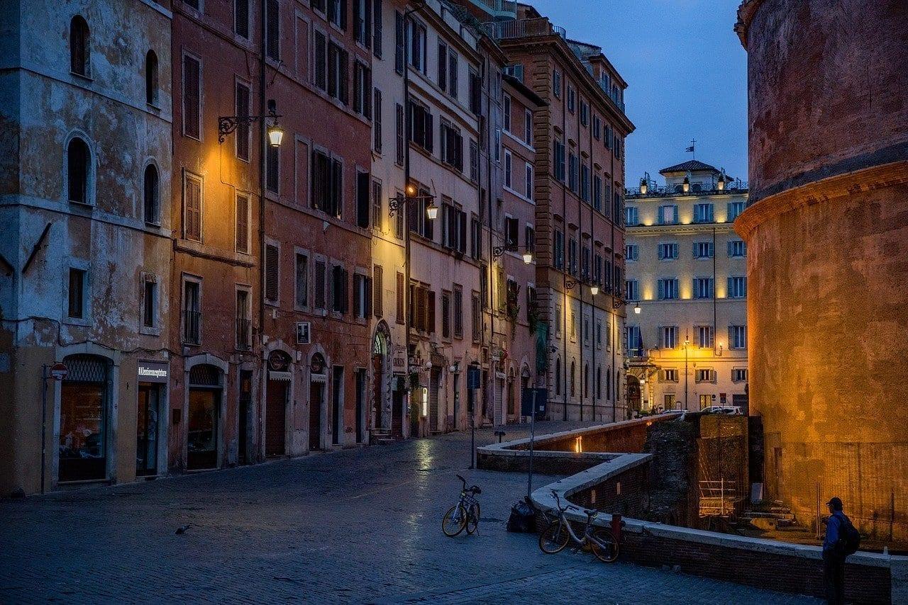Calle Panteón Roma Italia
