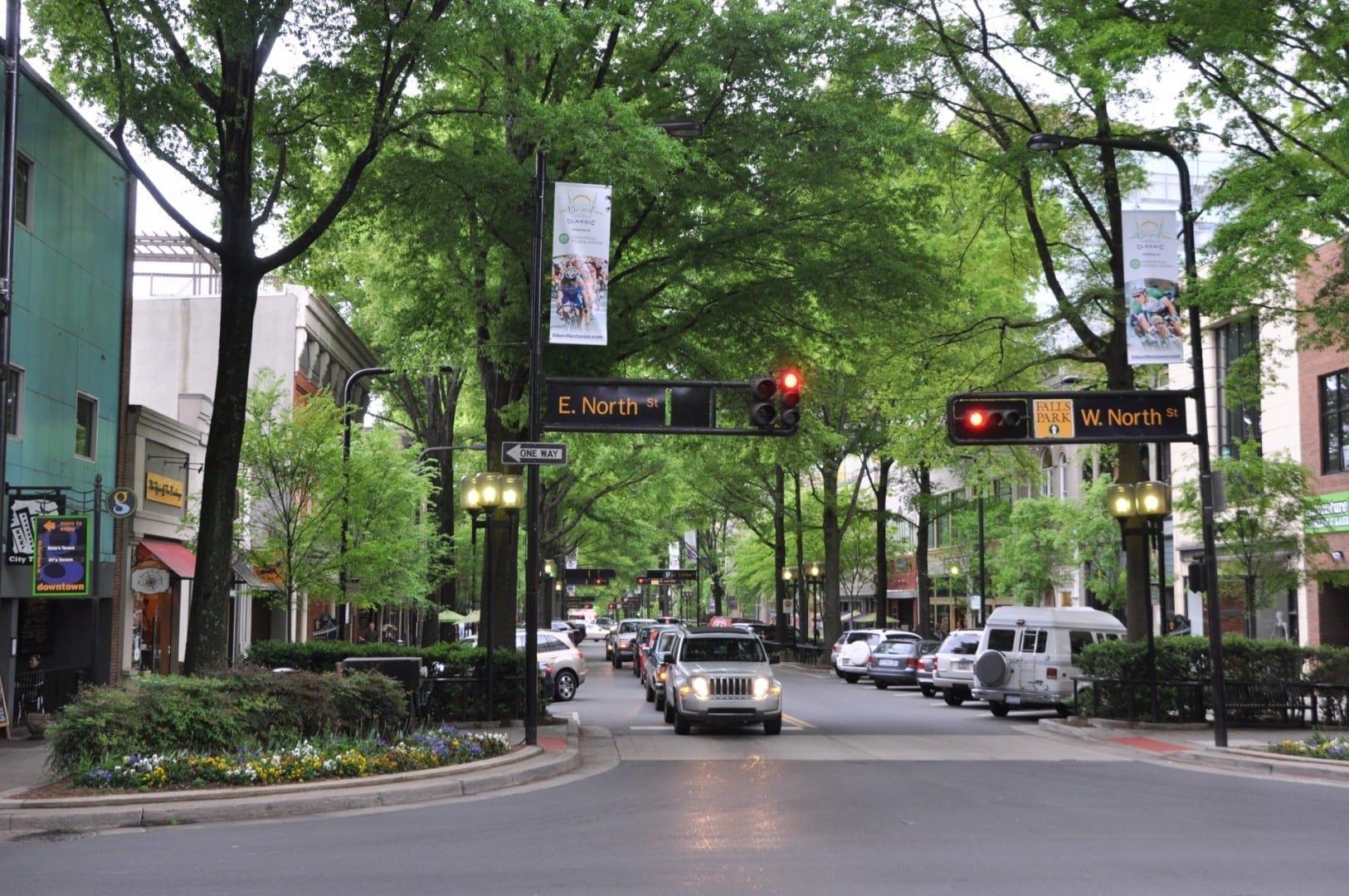 Calle principal en el centro de Greenville. Greenville SC Estados Unidos