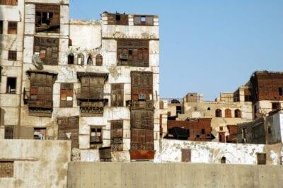 Casas tradicionales de coral frente al Souq al-Alawi en al-Balad Jeddah Arabia Saudí