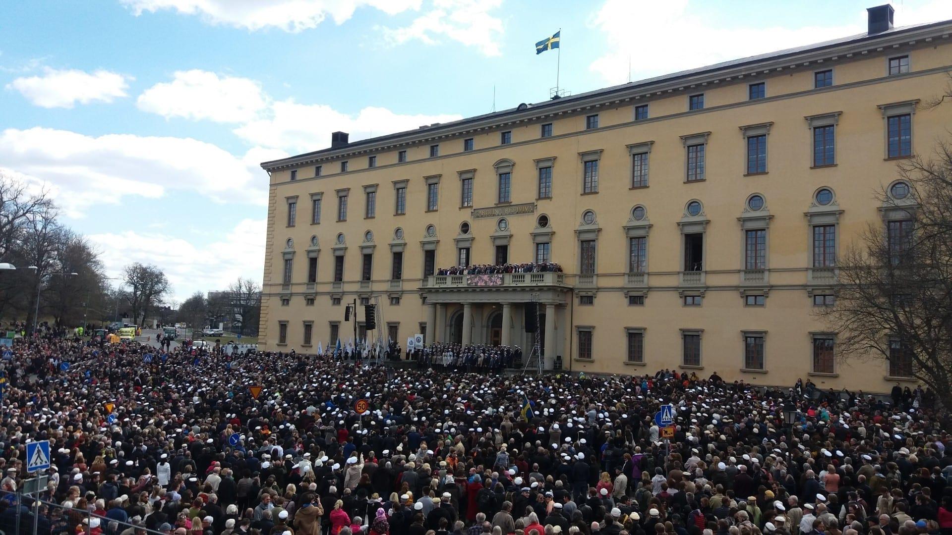 Celebración de Valborg en las afueras de Carolina Rediviva. Uppsala Suecia