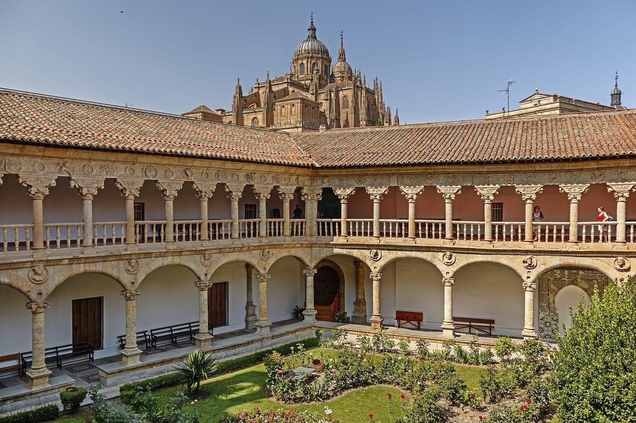 Claustro Las Dueñas Salamanca Patio España