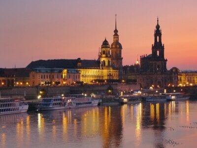 Dresden Noche Catedral Alemania