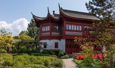 Edificio en el Jardín Chino, el Imperio Oculto Ming en el Hortus Haren Groninga Países Bajos