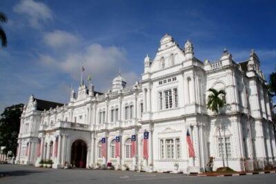 El ayuntamiento fue construido en 1903 y todavía está en uso por el gobierno local de la ciudad. George Town Malasia