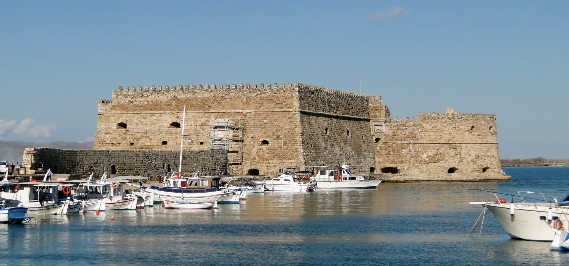 El castillo de Koules en el muro del puerto de Heraklion Heraklion Grecia