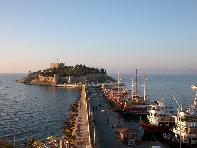 El castillo de la Isla de la Paloma Kusadasi Turquía