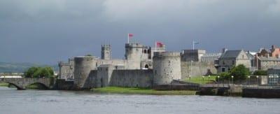 El castillo del Rey Juan en el río Shannon Limerick Irlanda