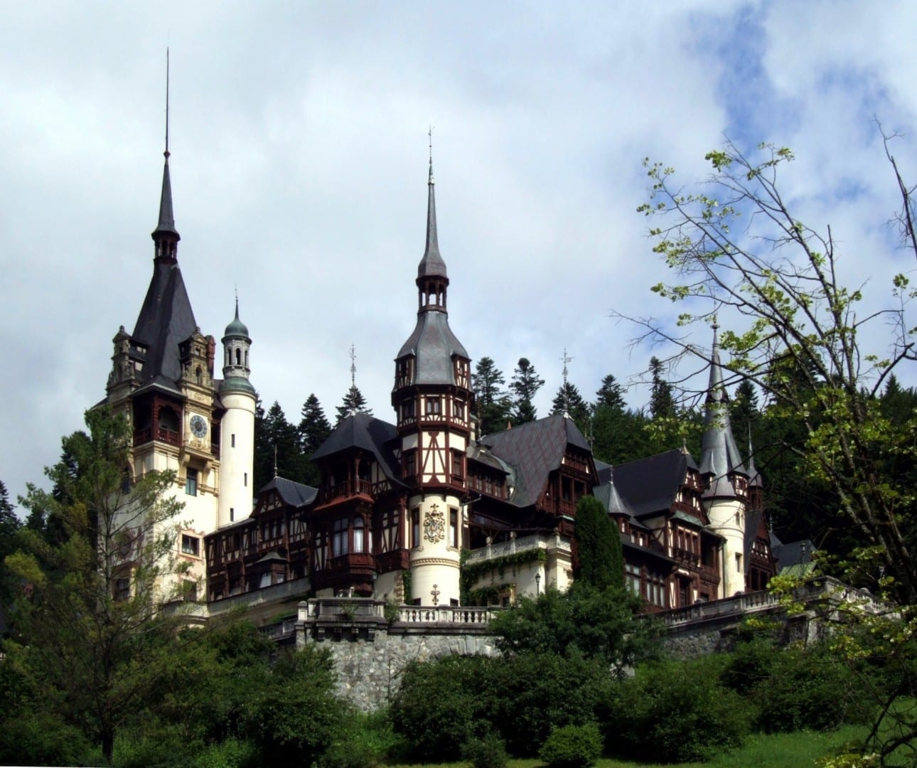 El castillo Peleş es el principal punto de referencia de la ciudad. Sinaia Rumania