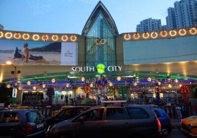 El centro comercial de South City, situado cerca de Jadavpur, es uno de los centros comerciales más grandes de Calcuta. Calcuta India