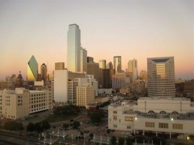El centro de la ciudad en el crepúsculo Dallas Estados Unidos