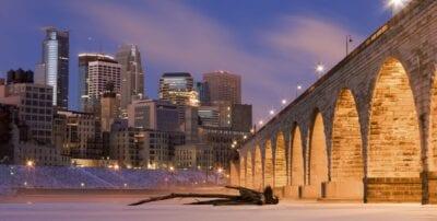 El centro de Minneapolis desde el otro lado del río Mississippi Minneapolis Estados Unidos